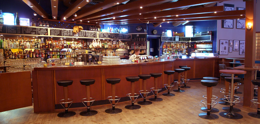 Finland_Lapland_Levi_Sirkantahti_Hotel_bar.jpg